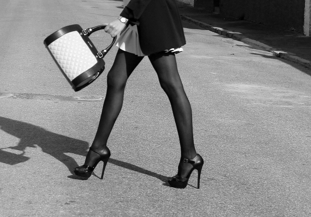 piernas y bolso